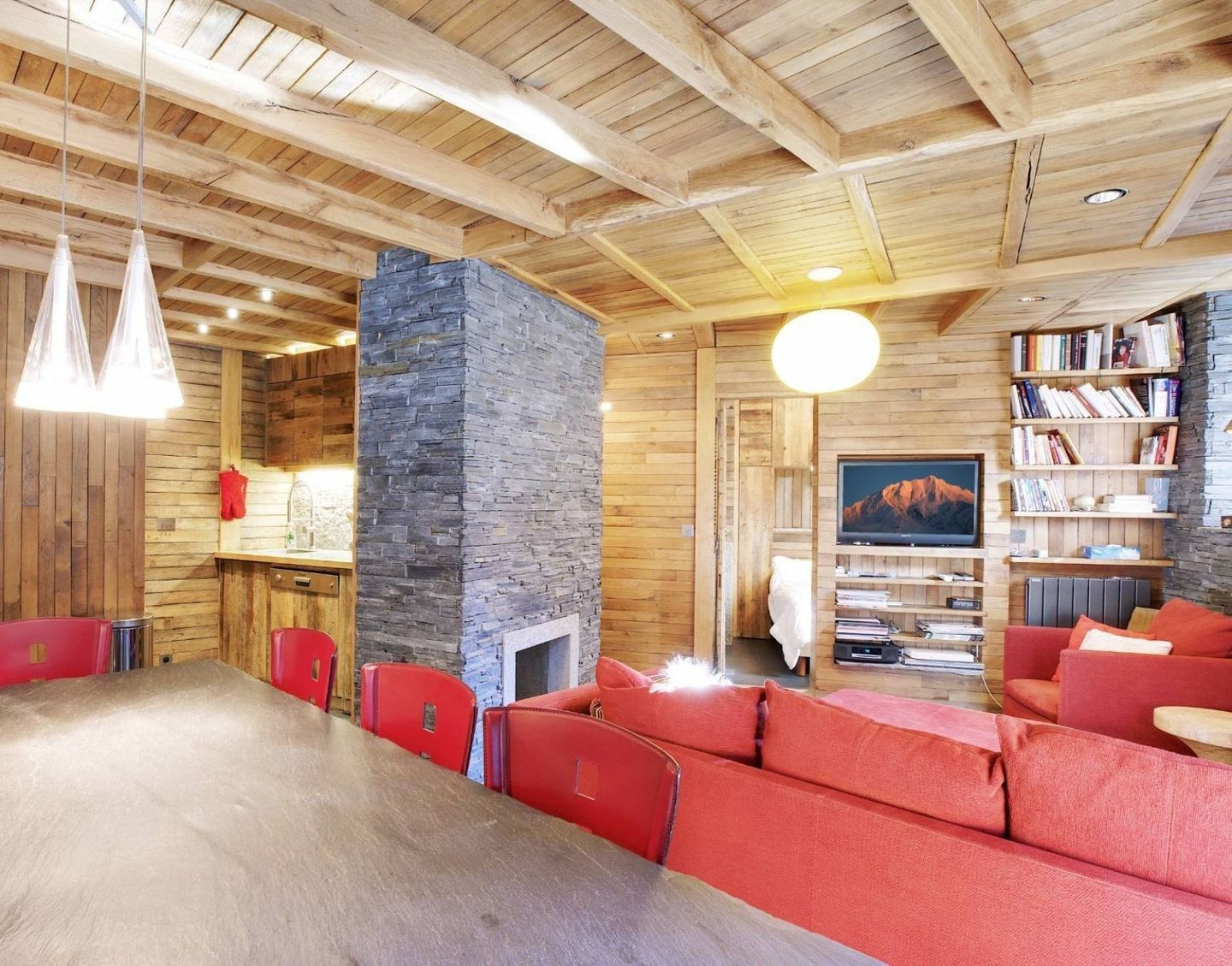 SKI APARTMENT FOR SALE IN COURCHEVEL 1850