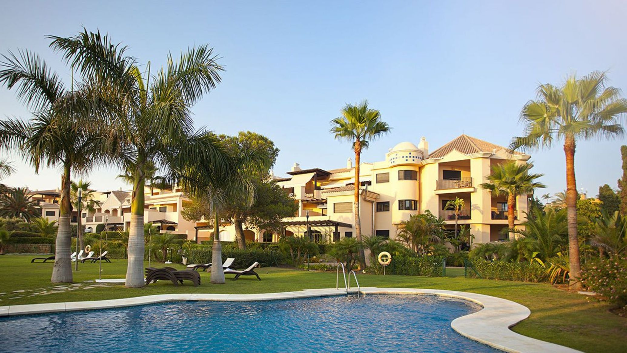 Sale Apartment in Las Mimosas of Puerto Banus