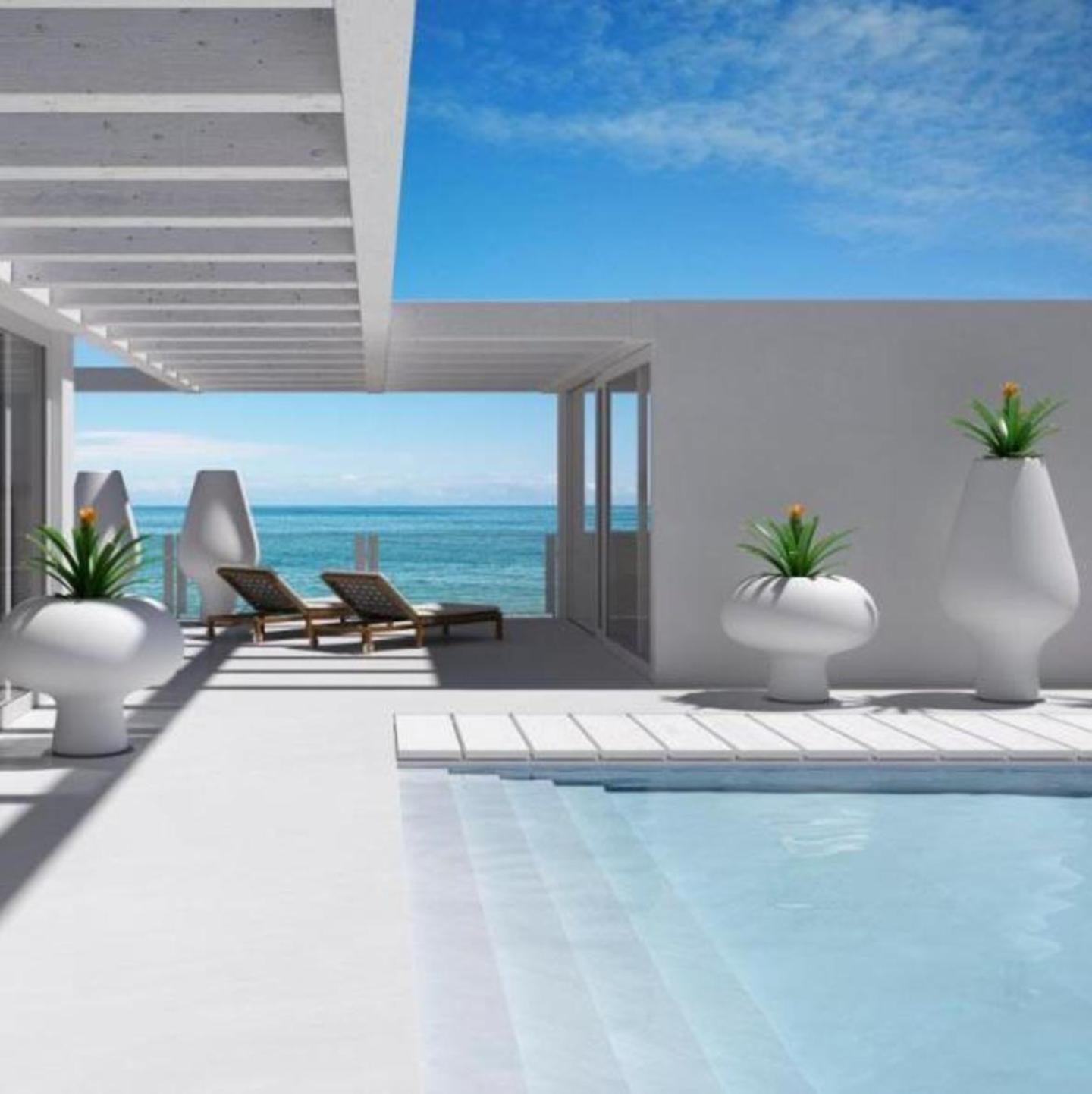 VILLA FOR SALE IN MARBELLA GOLDEN MILE ON THE BEACH