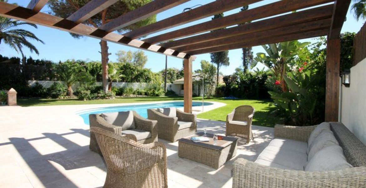 Amazing large Cortijo close to beach For Rent